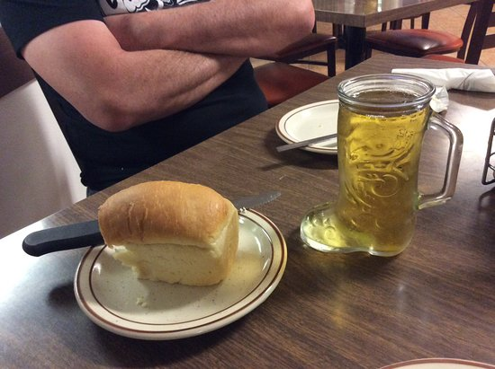Wellton, AZ: Boot of beer with warm homemade bread