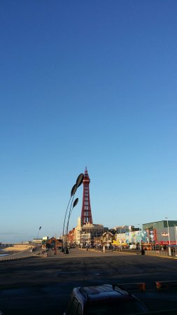 Central Pier: ☺