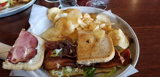 Creve Coeur, MO: Sandwich with chips
