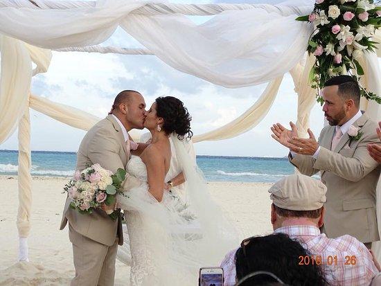 Sandos Playacar Beach Resort: Wedding Ceremony!