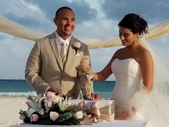 Sandos Playacar Beach Resort: Sand Ceremony