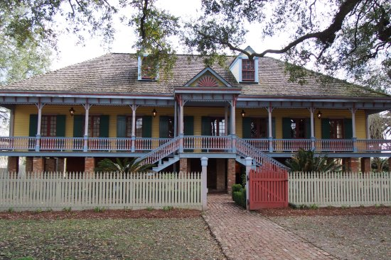Cajun Pride Tours: Laura Plantation Big House