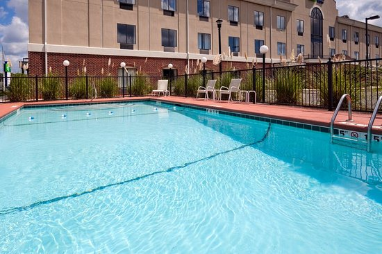 Holiday Inn Express Hotel & Suites - Pell City: Pool