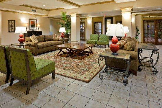 Holiday Inn Express Hotel & Suites - Pell City: Lobby