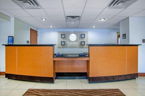 Comfort Inn & Suites: Lobby