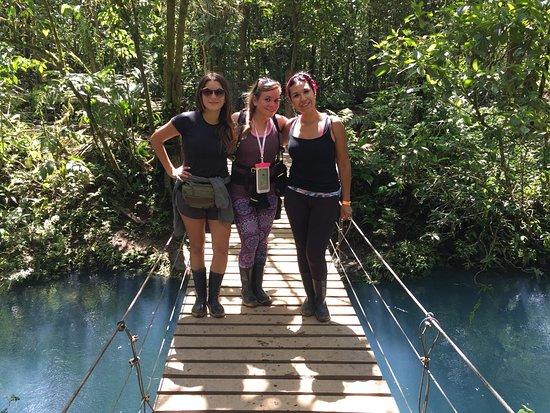Tenorio Volcano National Park, كوستاريكا: En plena caminata hacia el río celeste