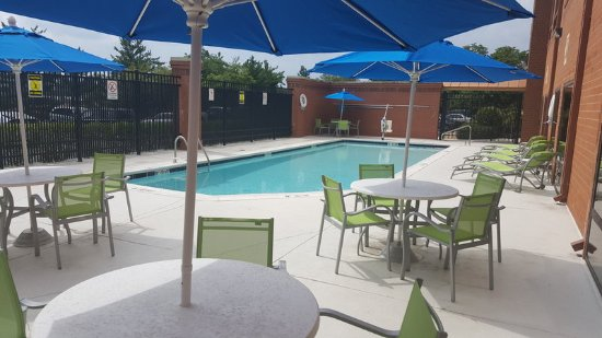 Holiday Inn Express Baltimore - BWI Airport West: Pool