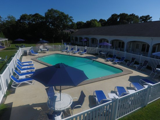 West Harwich, MA: Relaxing outdoor pool