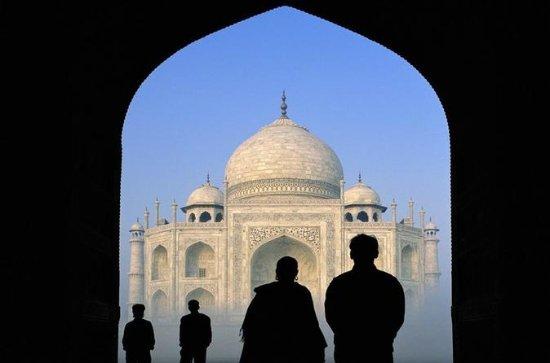 Romantic Honeymoon Tour In Taj Mahal...