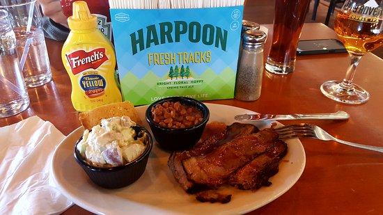 Harpoon Brewery : Brisket plate