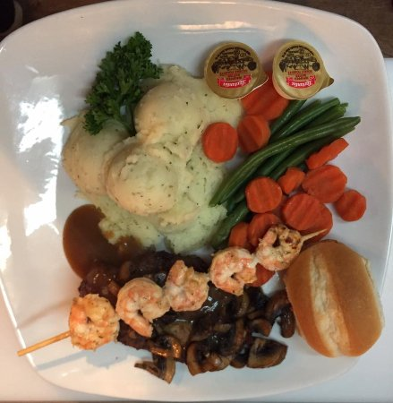 Longlac, Kanada: valentine special consisting of filet mignon topped with mushrooms garlic shrimp skewer mash and