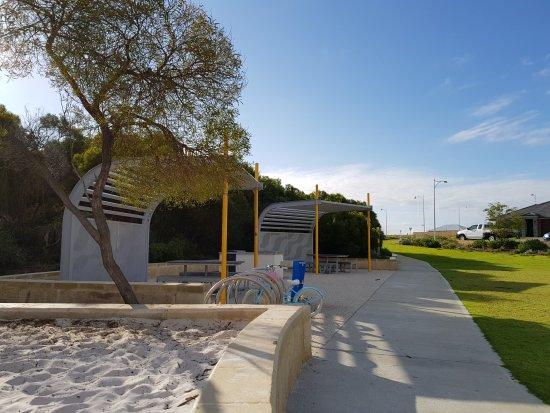 Golden Bay, أستراليا: Golden Bay Sunset Hill Park
