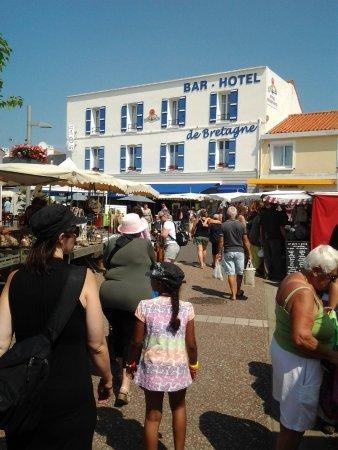 Vendee, Francia: Le marché du samedi matin au coeur de Fromentine, à 100 m de l'Océane