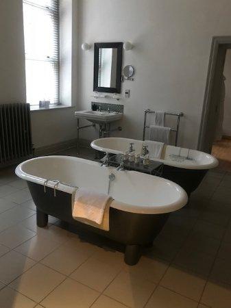 هوتل دو فين آند بيسترو برمنجهام: Beautiful bathroom