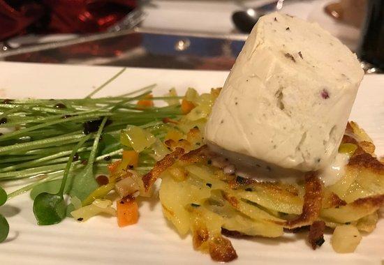 Scheer, Alemanha: Käserolle auf Röstinchen an Portulak