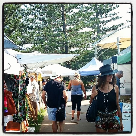 Peregian Beach, Avustralya: Walking through the markets