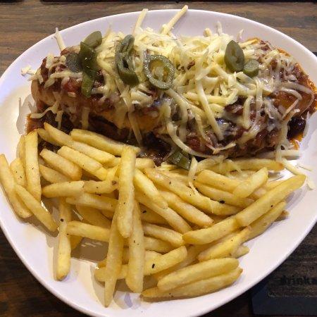 Staffordshire, UK: Chilli cheese dog