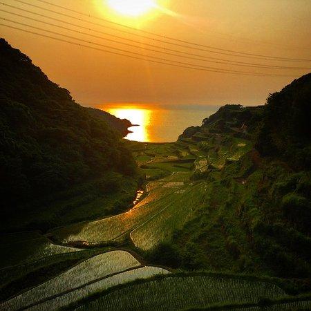 Genkai-cho, Japan: 玄界灘に落ちる夕陽が絶景!
