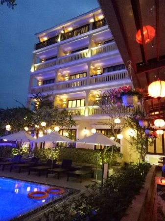 Averse for 4 star hôtel but satisfied overall