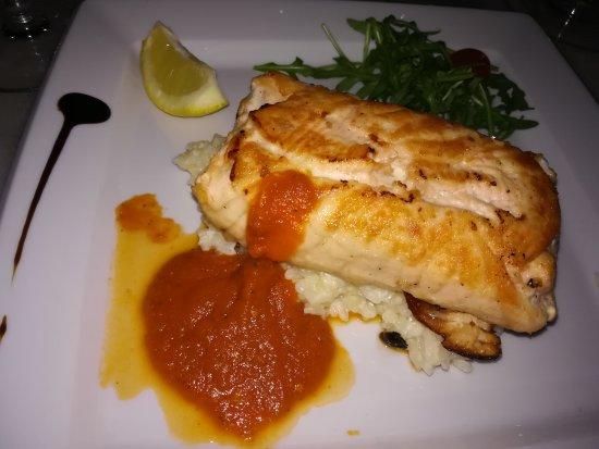 Clichy, França: Saumon farci mozarella sur risotto