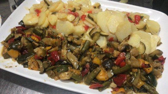 Arenas, Spain: Patatas a lo pobre con calabacín