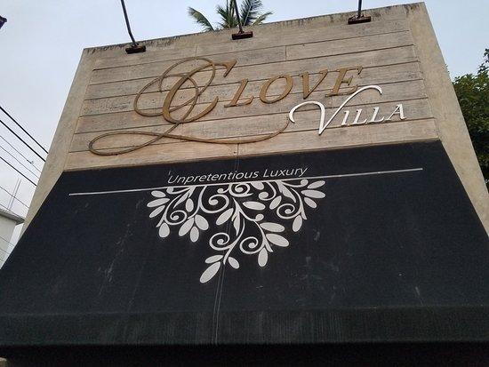 Clove Villa: Signage