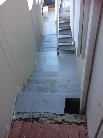 Camps Bay Village (Resort): Route to room, difficult enough without cases!