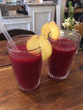Hale, UK: Glow juice