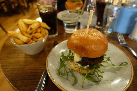 handmade burger Co.: Mozarella & Pesto Burger
