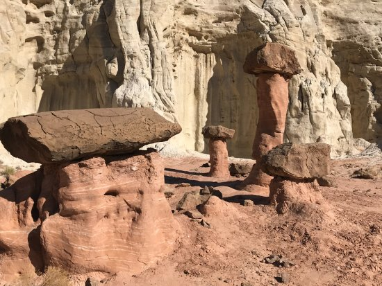 Paria Rimrocks Toadstool Hoodoos: Toadstools at Toadstools Trail