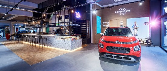 un concept unique m lant restaurant et show room automobile picture of declercq cafe garage. Black Bedroom Furniture Sets. Home Design Ideas