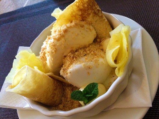 Bori Mami kávézó és étterem: Coconut panna-cotta and white chocolate pancake