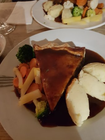 Empingham, UK: Steak and Ale Pie and lashings of hot gravy