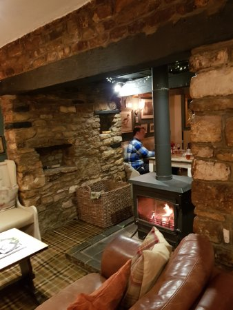 Empingham, UK: Warm and Cosy with Log Burner
