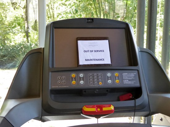 Playa Panama, Costa Rica: The only running machine has been broken since Sept (see review) and wasn't fixed by January...