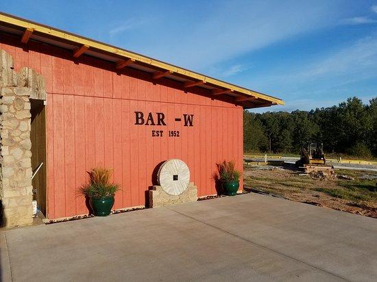 Auburn, AL: A.C. pavilion w/ full kitchen and handicap restroom. Part of the putt putt golf course.