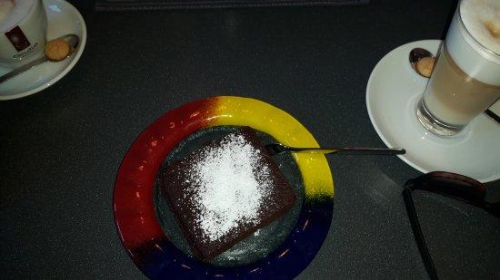 Schwabenheim an der Selz, Alemanha: Latte Macchiato & Schoko Kuchen