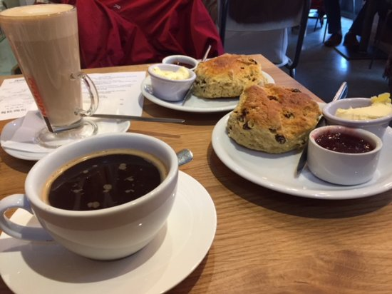 Crathorne, UK: Large Scones