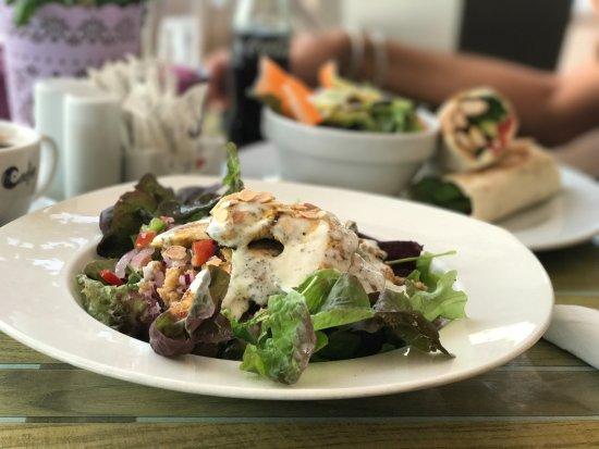 Passion Cafe: Ensalada y Wrap de Pollo