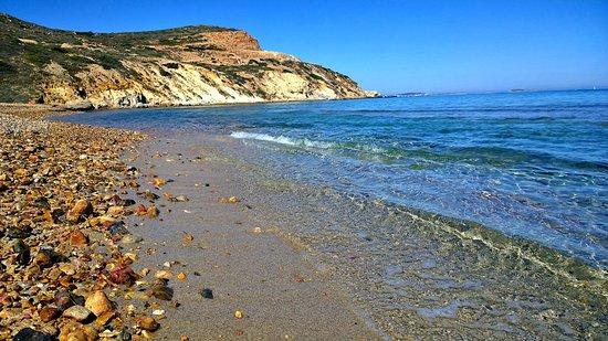 Stelida, Greece: Spiaggia di sabbia e ciottoli