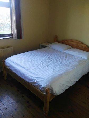 Dungarvan, Ιρλανδία: Double Bedroom downstairs with En Suite Bathroom