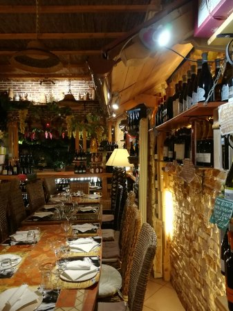 Cesano Boscone, Italia: Interno del locale