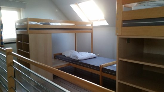 Bunk Beds In The 4 Person Rooms Picture Of Peace Village Ieper