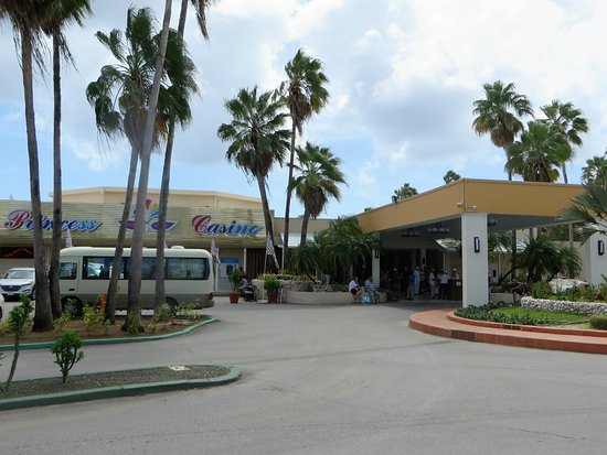 Sunscape Curacao Resort Spa & Casino: Front of hotel and casino