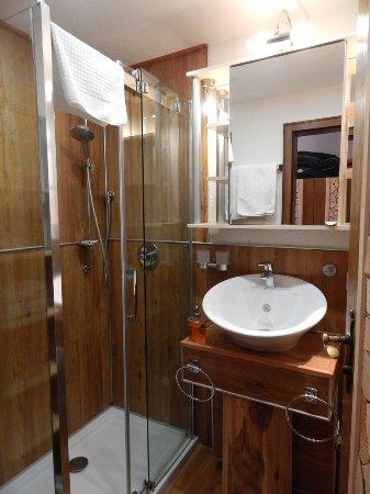 Schenkenzell, Tyskland: Etwas kleines Bad,jedoch funktional und sehr ansprechend