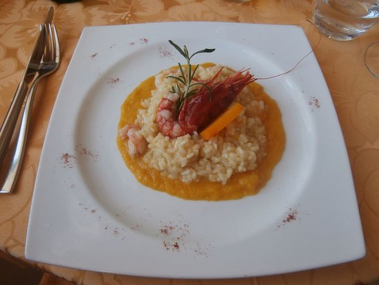 Marina di Novaglie, İtalya: Seafood risotto with Gallipoli red prawn.