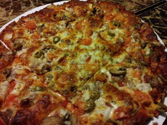 Montgomery, IL: thin crust