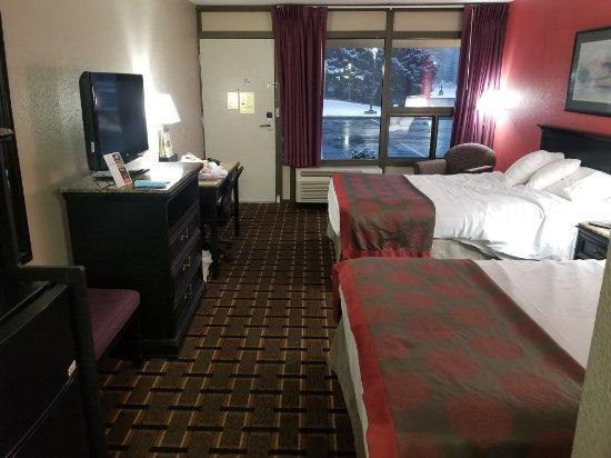 Ramada Edgewood Hotel