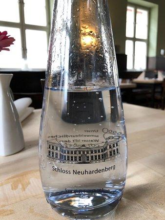 Neuhardenberg, Tyskland: Wasser vor Ort abgefüllt