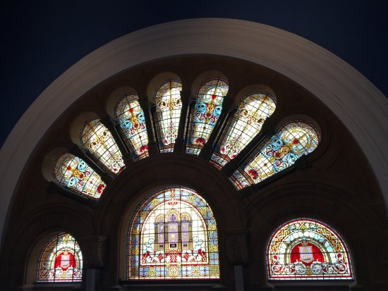 Queen Victoria Building (QVB): Stained-Glass Window Design